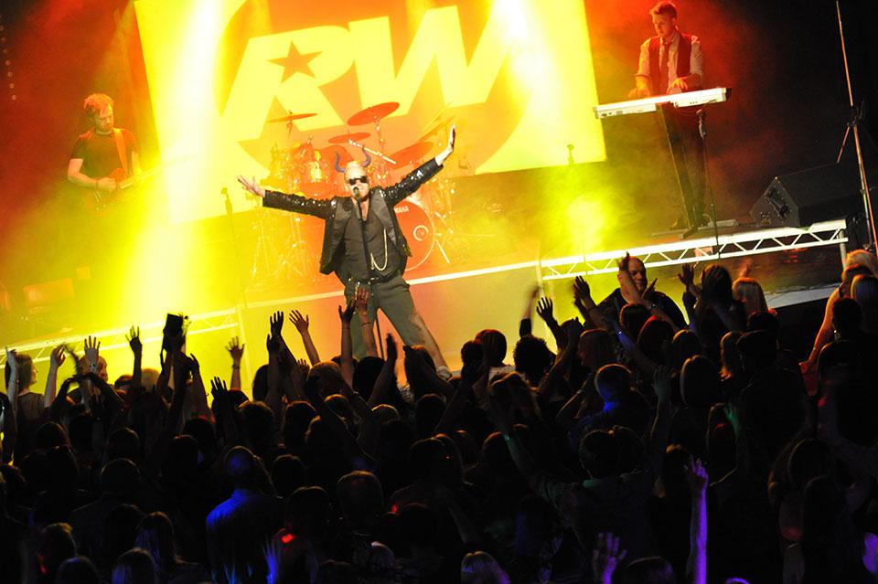 Robbie Williams Tribute Rob-B-Williams Main IMG 3